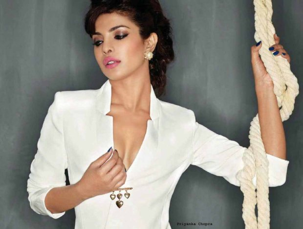 Priyanka-Chopra-hot-pose-new-hd-wallpapers